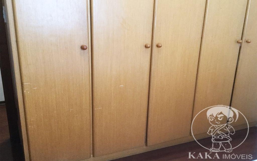 KIKUDOME IMOVEIS SOBRADO Vila Formosa 44881 3 Dormitórios, sendo 1 suíte com hidro e 1 quarto com sacada. Sala de estar e sala de jantar. Escritório. Copa e cozinha. Quintal com corredor lateral. Churrasqueira. Edícula com lavanderia ampla e dormitório de empregada com banheiro. Garagem coberta para 2 carros.   -Sobrado em excelente estado.