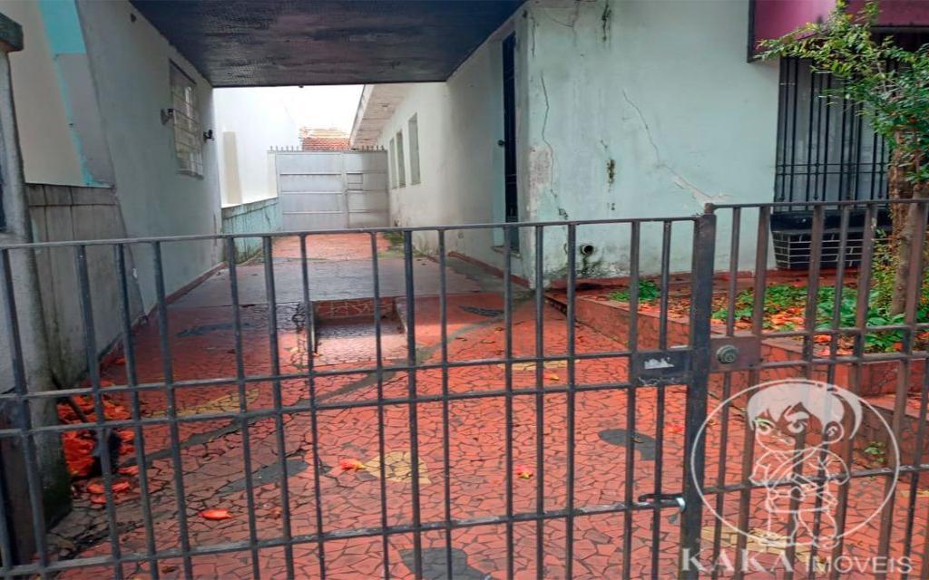 KIKUDOME IMOVEIS CASA Vila Carrao 44800 02 dormitórios, sala, copa e cozinha, banheiro, área de serviço, quintal, entrada lateral e 08 vagas de garagem. Nos fundos, 01 quarto, sala e cozinha.   Medidas: 10,50 X 40,00