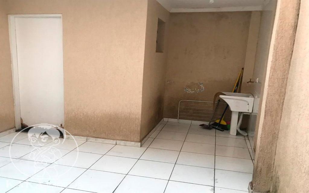 KAKA IMOVEIS SOBRADO Jardim Piqueroby 39465 02 dormitórios, sala, cozinha com armários, banheiro, área de serviço, e 01 vaga de garagem.