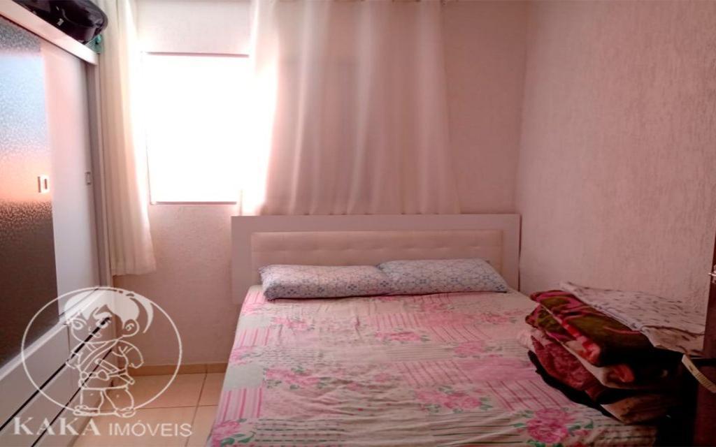 KIKUDOME IMOVEIS CASA Parque Tomas Saraiva 45378 02 dormitórios, sala, cozinha, banheiro, área de serviço, quintal, corredor e entrada lateral e 2 vagas de garagem.