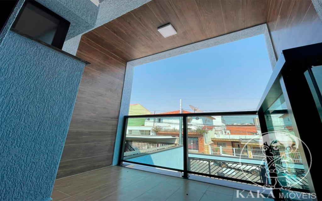 59d3285f-9e89-4b4b-b838-17d848a92f46-KIKUDOME IMOVEIS SOBRADO Vila Carrao 46663 3 Dormitórios (2 suítes). Sala ampla para até 3 ambientes. Cozinha. 3 Banheiros, lavabo. Área de Serviço. 2 Jardins de inverno. Quintal de 10m com churrasqueira coberta. Garagem coberta com 3 vagas.  Entregue com piso em todos os ambientes, pia de mármore nos banheiros