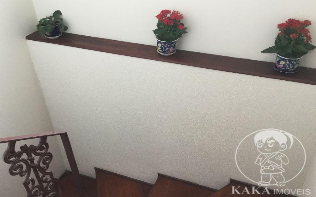 KIKUDOME IMOVEIS SOBRADO Vila Formosa 44873 3 Dormitórios, sendo 1 suíte com hidro e 1 quarto com sacada. Sala de estar e sala de jantar. Escritório. Copa e cozinha. Quintal com corredor lateral. Churrasqueira. Edícula com lavanderia ampla e dormitório de empregada com banheiro. Garagem coberta para 2 carros.   -Sobrado em excelente estado.