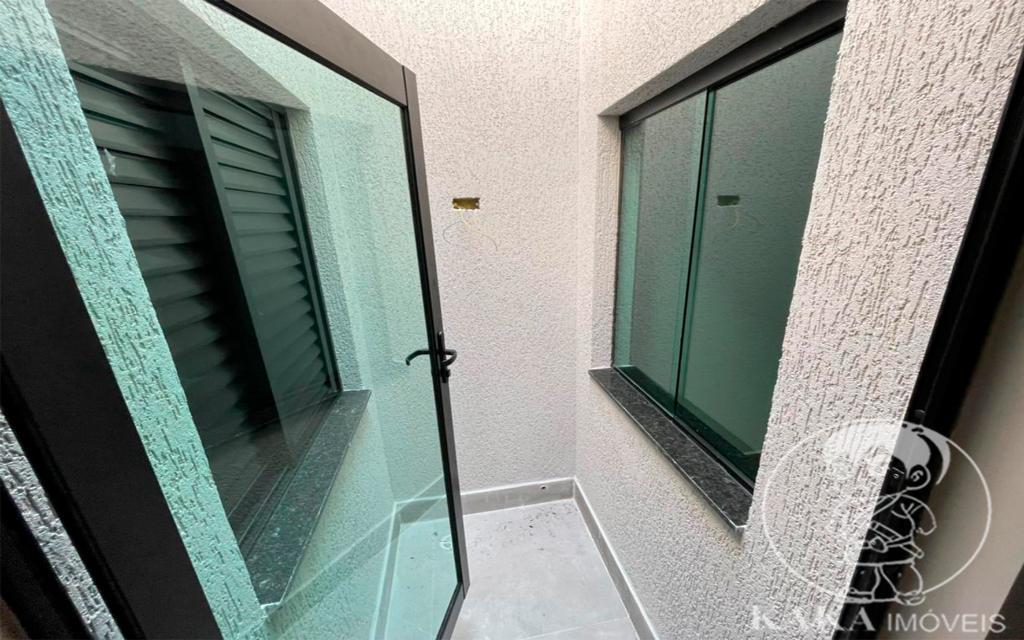 978b3e53-2959-4e28-8b15-e216b749f85e-KIKUDOME IMOVEIS SOBRADO Vila Carrao 46652 3 Dormitórios (2 suítes). Sala ampla para até 3 ambientes. Cozinha. 3 Banheiros, lavabo. Área de Serviço. 2 Jardins de inverno. Quintal de 10m com churrasqueira coberta. Garagem coberta com 3 vagas.  Entregue com piso em todos os ambientes, pia de mármore nos banheiros