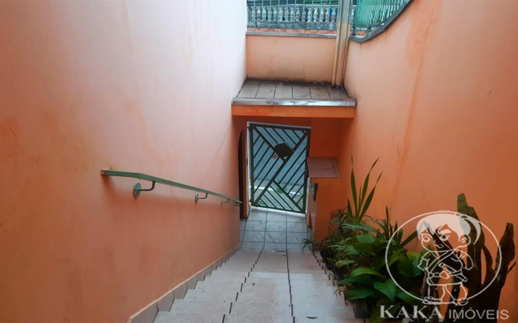 b64cf015-21c3-44a8-be9f-291f37fbec4b-KIKUDOME IMOVEIS SOBRADO Vila Diva 46414 02 dormitórios sendo 01 suíte, sala, cozinha, 02 banheiros, área de serviço e  02 vagas de garagem.