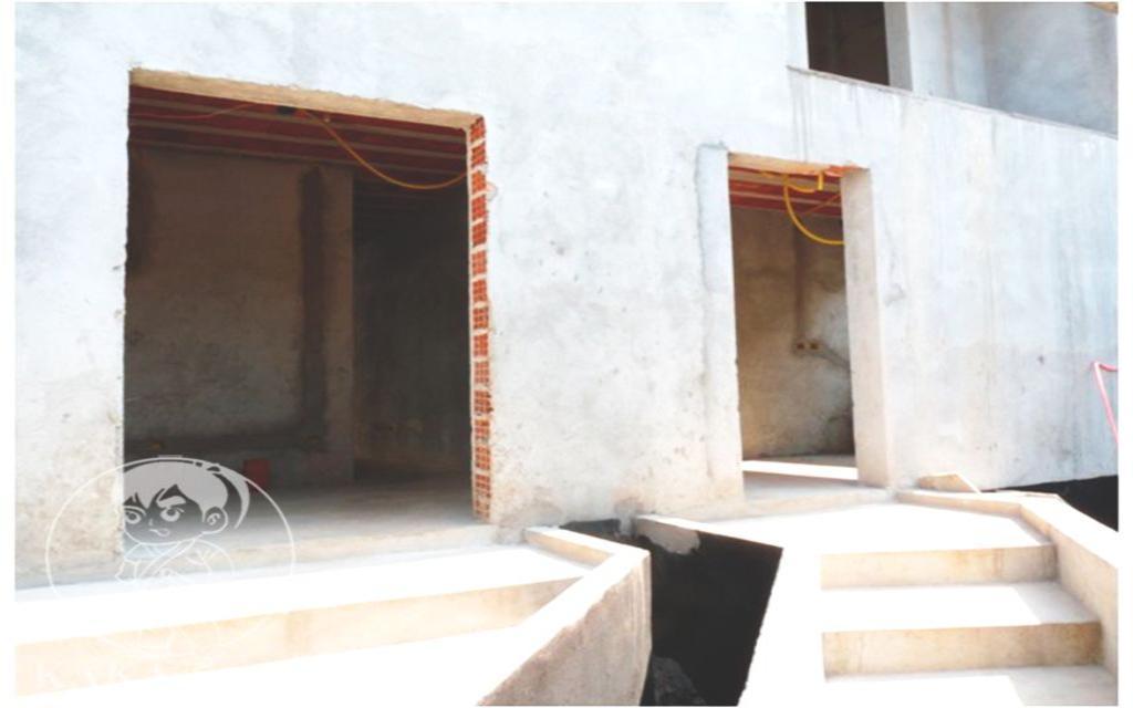 """KAKA IMOVEIS SOBRADO Chacara Mafalda 31677 Esse sobrado é uma """"tela em branco"""" para que você colocar o acabamento que quiser. A documentação está em perfeita ordem e a construção está regularizada.   5 Suítes. Closet. 4 Salas: estar, jantar, TV e leitura. Cozinha com copa e despensa. 10 Banheiros, lavabo. Área de serviço. Dormitório de empregada. Lavanderia.   Na área de lazer: espaço gourmet, espaço fitness para academia, sauna, ofurô e jardim.   Ao lado a construção para escritórios possui cada um com 4 salas, 2 banheiros e sala de ferramentas."""