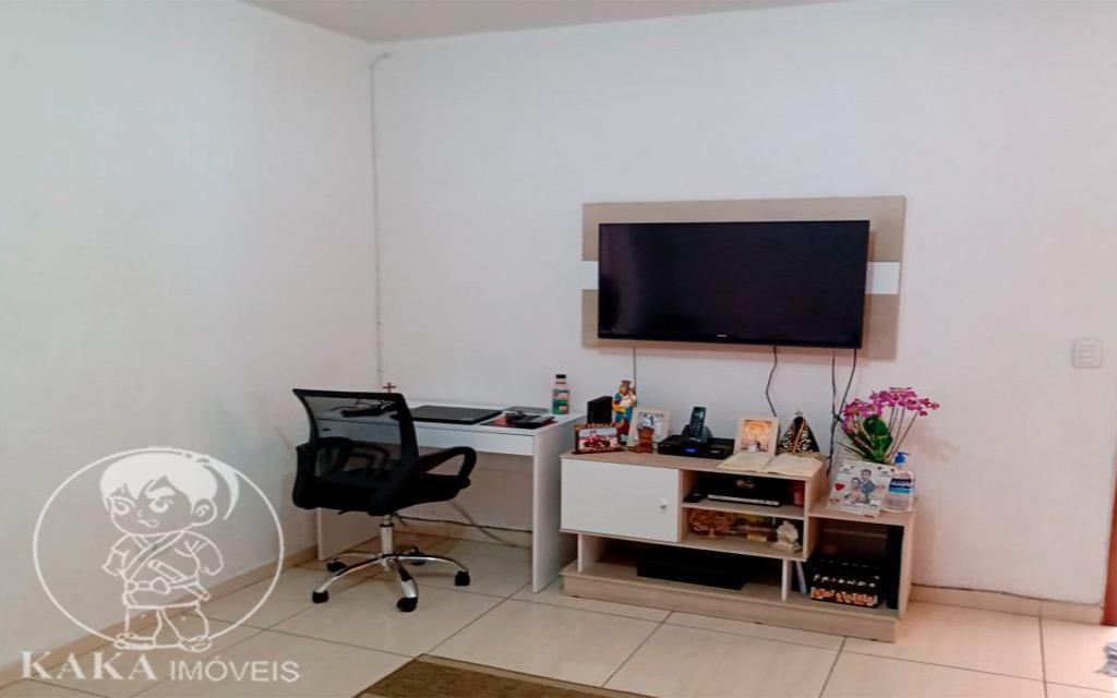 KIKUDOME IMOVEIS CASA Parque Tomas Saraiva 45386 02 dormitórios, sala, cozinha, banheiro, área de serviço, quintal, corredor e entrada lateral e 2 vagas de garagem.