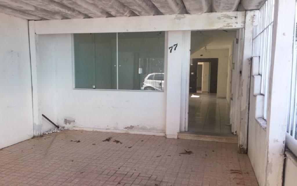 MACAM IMOVEIS Casa Moema 6880 Sobrado Comercial com 3 salas na parte superior, mais 3 salas na parte de baixo com 3 banheiros 1 vaga de garagem,  ao lado do Shopping Ibirapuera e próximo ao metrô.  Valor abaixo do mercado para venda Só R$ 870.000,00