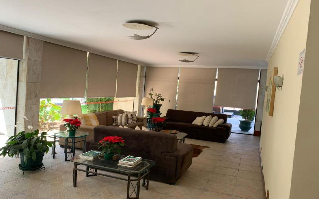MACAM IMOVEIS Apartamento Moema 11035 Apartamento residencial 96m² com sala para 2 ambientes, 3 suítes, cozinha com armários, área de serviços e uma vaga de garagem fixa.   Água quente na cozinha e nas suítes, possui instalação para ar condicionado na sala e nas suítes, tem aquecedor  de passagem a gás.   O apartamento foi totalmente reformado com pisos em porcelanato e pias de granito e mármore.   As pias do lavabo e da suíte principal são de mármore esculpido, todas as suítes já estão com Box de vidro incolor.   O edifício possui salão de festa, sala de ginástica e de jogos, quadra poliesportiva, churrasqueira e playground.  Fica a 3 quadras do shopping Ibirapuera é entre as  estações do Metrô Eucaliptos e Moema.     Agende uma visita!