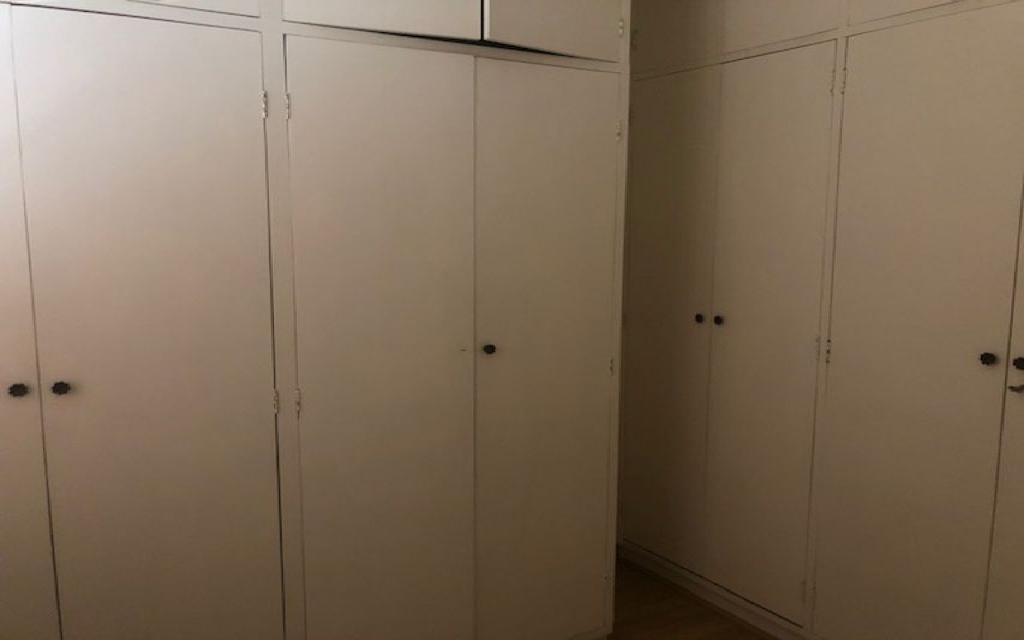MACAM IMOVEIS Sobrado Campo Belo 12329 Oportunidade!! Sobrado Comercial vago quase esquina com a Av. Vieira de Moraes com 3 dormitórios  sala para 2 ambientes lavabo, cozinha, 1 banheiro e  quarto com mais 1 banheiro de empregada. Agende sua visita com o corretor!