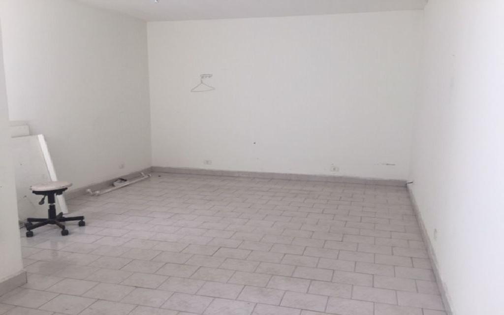 MACAM IMOVEIS Casa Moema 6887 Sobrado Comercial com 3 salas na parte superior, mais 3 salas na parte de baixo com 3 banheiros 1 vaga de garagem,  ao lado do Shopping Ibirapuera e próximo ao metrô.  Valor abaixo do mercado para venda Só R$ 870.000,00