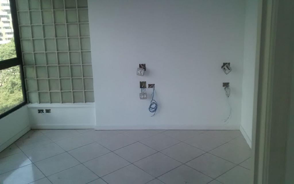 MACAM IMOVEIS Conjunto Paraiso 9580 Conjunto Comercial 145m², com 4 salas, sendo 1 sala grande e 2 medias, 4 banheiros, Ar condicionado, 1 Copa e Interfone, excelente salas, fica localizado na Avenida Bernardino de Campos,  próximo ao Metro Paraíso e Shopping Paulista.  !