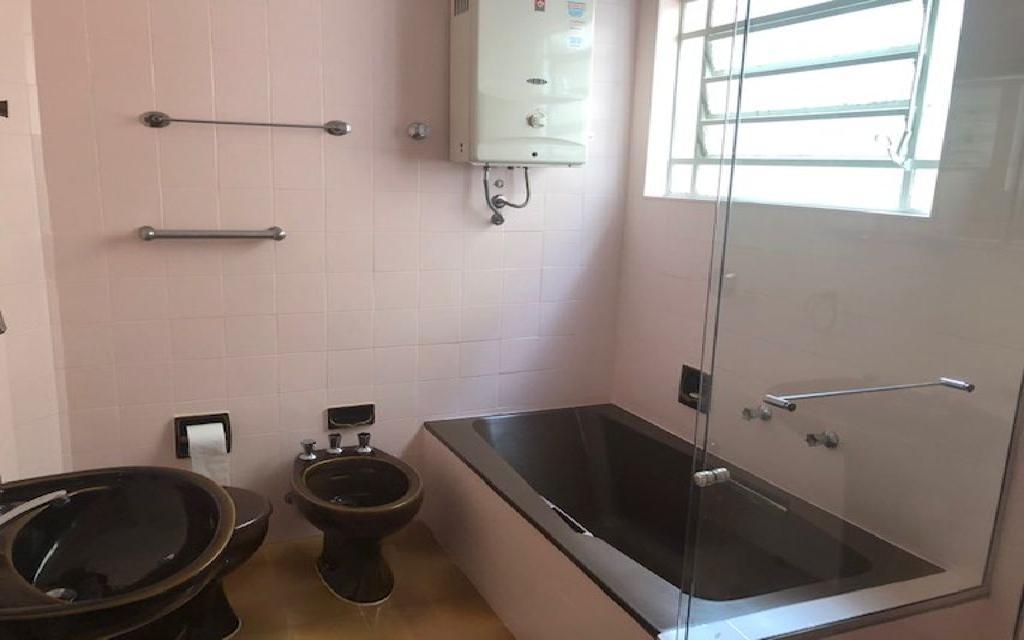 MACAM IMOVEIS Sobrado Campo Belo 12327 Oportunidade!! Sobrado Comercial vago quase esquina com a Av. Vieira de Moraes com 3 dormitórios  sala para 2 ambientes lavabo, cozinha, 1 banheiro e  quarto com mais 1 banheiro de empregada. Agende sua visita com o corretor!