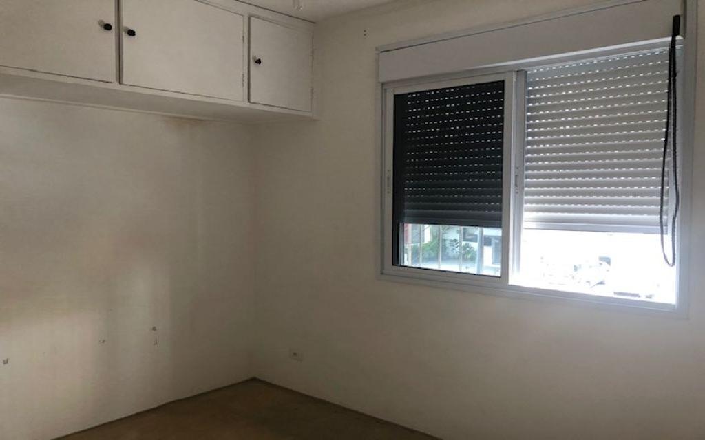 MACAM IMOVEIS Sobrado Campo Belo 12328 Oportunidade!! Sobrado Comercial vago quase esquina com a Av. Vieira de Moraes com 3 dormitórios  sala para 2 ambientes lavabo, cozinha, 1 banheiro e  quarto com mais 1 banheiro de empregada. Agende sua visita com o corretor!