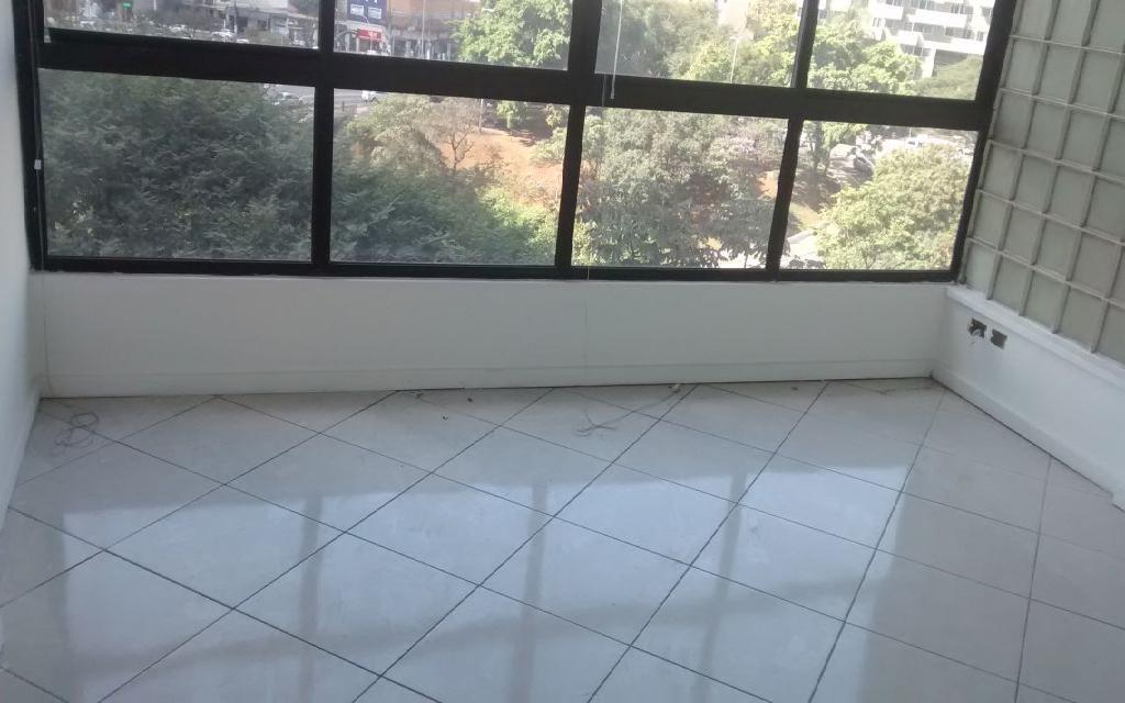 MACAM IMOVEIS Conjunto Paraiso 9581 Conjunto Comercial 145m², com 4 salas, sendo 1 sala grande e 2 medias, 4 banheiros, Ar condicionado, 1 Copa e Interfone, excelente salas, fica localizado na Avenida Bernardino de Campos,  próximo ao Metro Paraíso e Shopping Paulista.  !