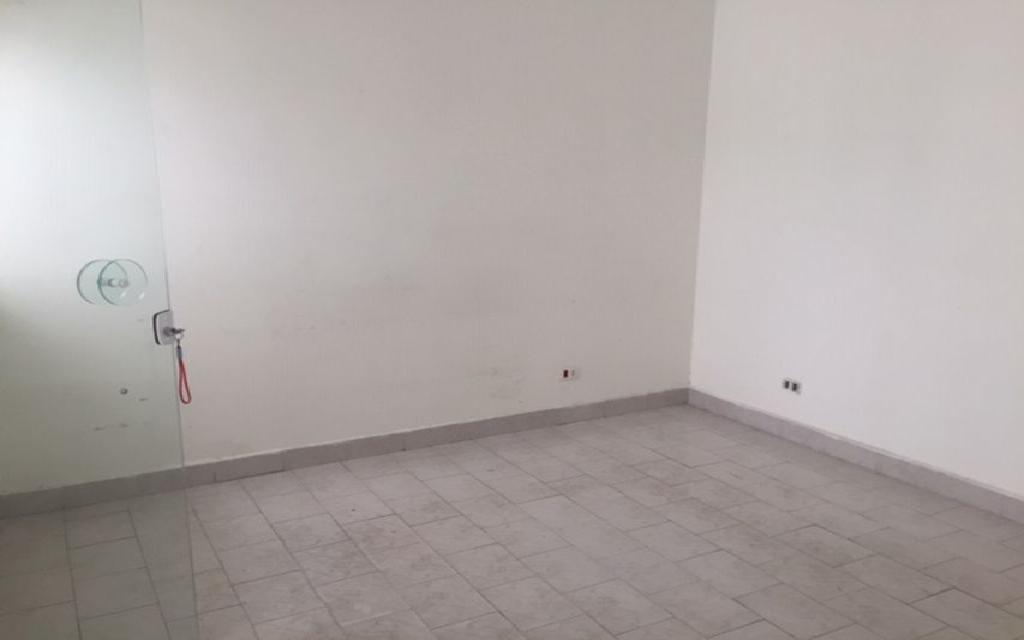 MACAM IMOVEIS Casa Moema 6886 Sobrado Comercial com 3 salas na parte superior, mais 3 salas na parte de baixo com 3 banheiros 1 vaga de garagem,  ao lado do Shopping Ibirapuera e próximo ao metrô.  Valor abaixo do mercado para venda Só R$ 870.000,00