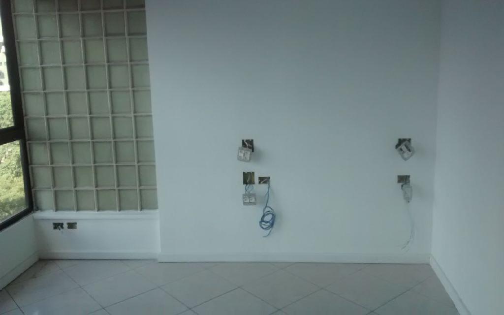 MACAM IMOVEIS Conjunto Paraiso 9579 Conjunto Comercial 145m², com 4 salas, sendo 1 sala grande e 2 medias, 4 banheiros, Ar condicionado, 1 Copa e Interfone, excelente salas, fica localizado na Avenida Bernardino de Campos,  próximo ao Metro Paraíso e Shopping Paulista.  !