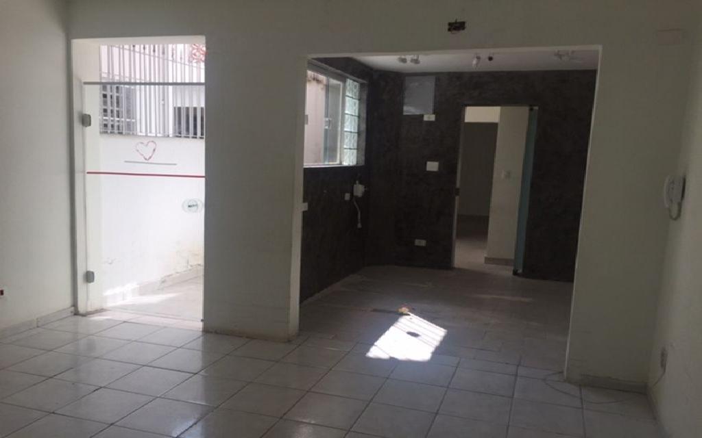 MACAM IMOVEIS Casa Moema 6879 Sobrado Comercial com 3 salas na parte superior, mais 3 salas na parte de baixo com 3 banheiros 1 vaga de garagem,  ao lado do Shopping Ibirapuera e próximo ao metrô.  Valor abaixo do mercado para venda Só R$ 870.000,00