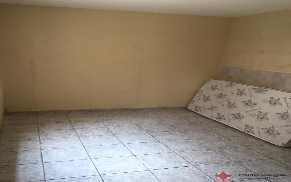 PRUMO IMOVEIS SOBRADO Vila Guarani 14656 SOBRADO COM 02 DORMITÓRIOS, 01 SUITE, 02 SALAS, COZINHA, 02 BANHEIROS, ÁREA DE SERVIÇO, QUINTAL, GARAGEM COM VAGA PARA 03 CARROS, EDICULA COM 01 DOMITÓRIO, SALA, COZINHA E 01 BANHEIRO.  ÓTIMO ACABAMENTO, PORCELANATO E ARMÁRIOS EMBUTIDOS.  PRÓXIMO A MERCADOS, FARMÁCIAS E PADARIAS.  NÃO PERCA ESSA ÓTIMA OPORTUNIDADE!!!