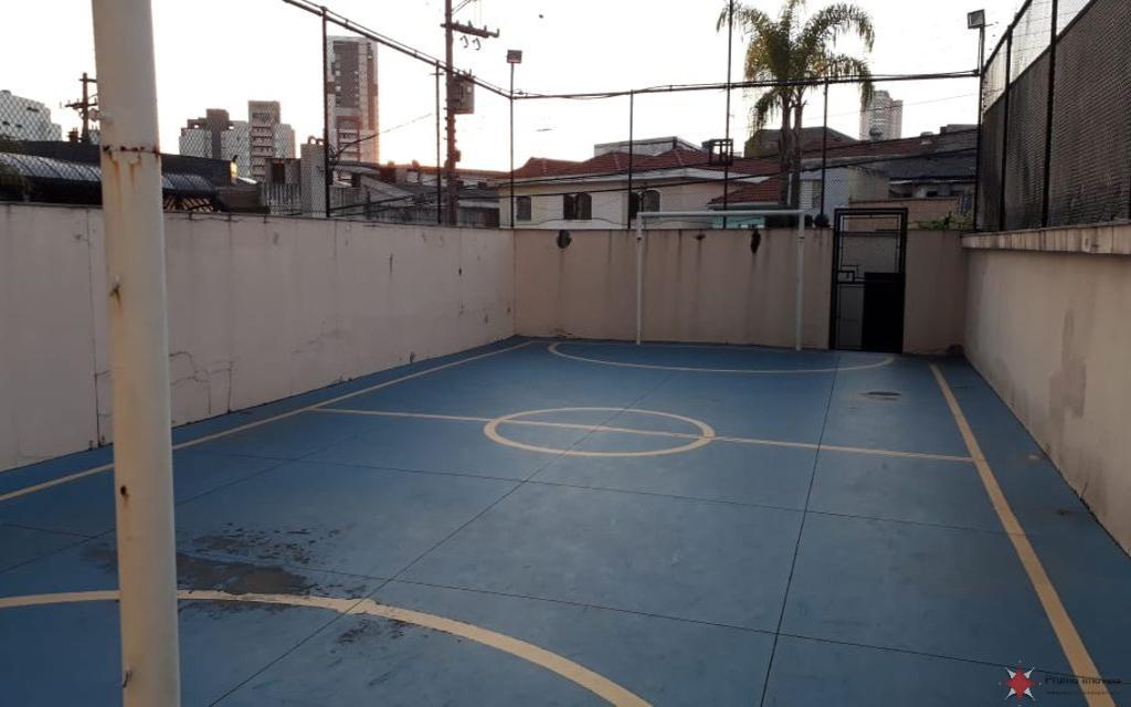 PRUMO IMOVEIS APARTAMENTO Vila Formosa 15490 Lindo apto mobiliado com 130,00 m² de área útil, com 3 dormitórios (1suíte), sala de estar e jantar, sacadas, cozinha planejada, despensa, piso em assoalho, sanca de gesso, 5 vagas na garagem.  Lazer completo com espaço gourmet, salão de festas, jogos, piscinas, quadra poliesportiva, localização privilegiada.  Localizado à 2 quadras do Shopping, CERET, da futura estação do Metrô, do Hospital Vitória, da UNICSUL, etc... Preço de ocasião, porteira fechada.