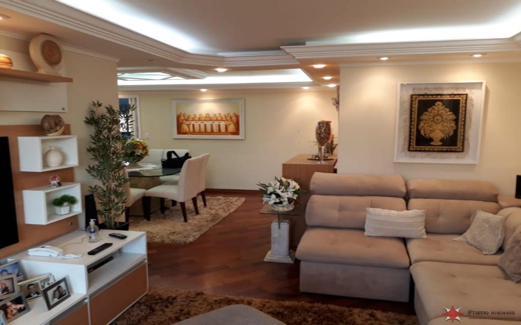 PRUMO IMOVEIS APARTAMENTO Vila Formosa 15489 Lindo apto mobiliado com 130,00 m² de área útil, com 3 dormitórios (1suíte), sala de estar e jantar, sacadas, cozinha planejada, despensa, piso em assoalho, sanca de gesso, 5 vagas na garagem.  Lazer completo com espaço gourmet, salão de festas, jogos, piscinas, quadra poliesportiva, localização privilegiada.  Localizado à 2 quadras do Shopping, CERET, da futura estação do Metrô, do Hospital Vitória, da UNICSUL, etc... Preço de ocasião, porteira fechada.