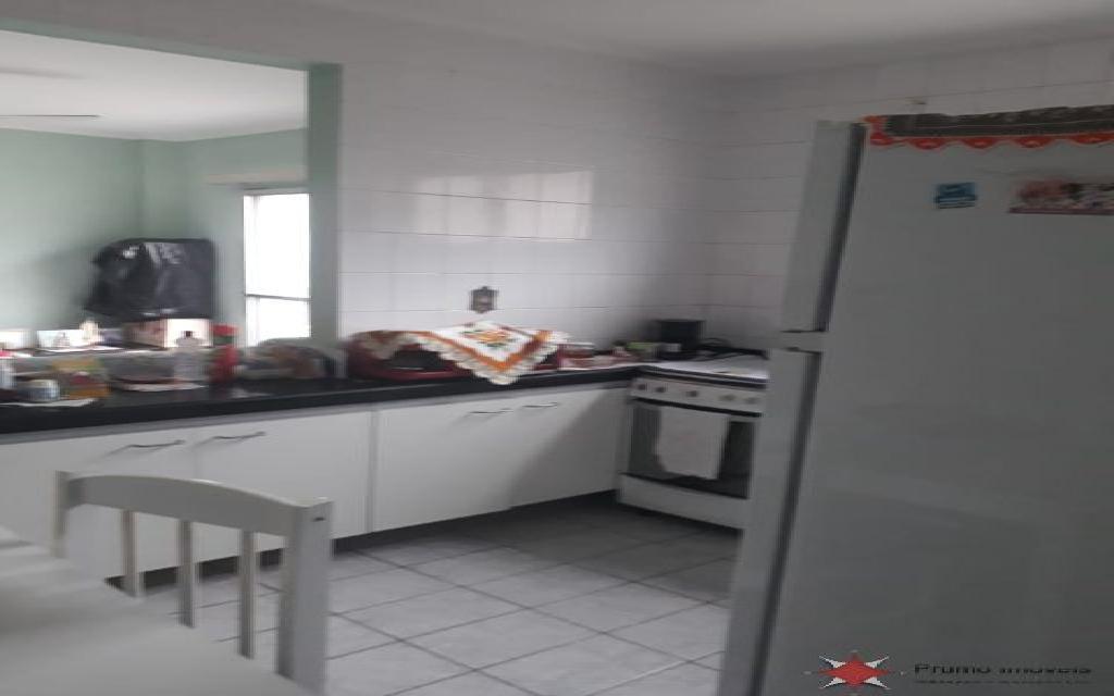 PRUMO IMOVEIS APARTAMENTO Vila Guilhermina 11835 1 DORMITÓRIO, SALA, COZINHA PLANEJADA, LAVANDERIA, 2 VAGAS DE GARAGEM, PISO FRIO, BANHEIRO COM BOX, A 1 QUARTEIRÃO E MEIO DA PRAIA, PRÓXIMO A FEIRINHA
