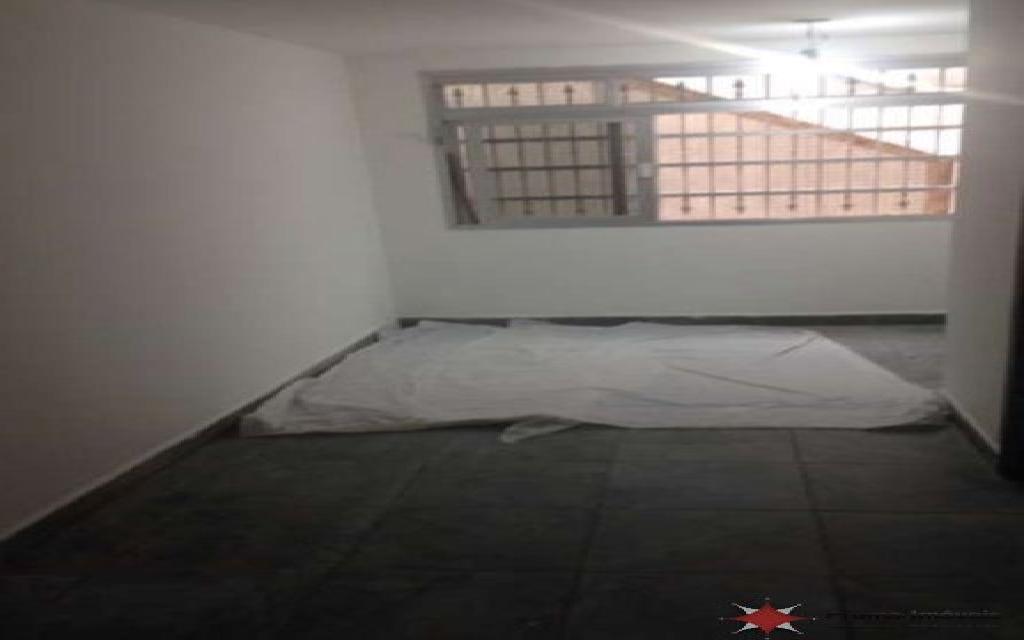 PRUMO IMOVEIS SOBRADO Vila Formosa 5094 SOBRADO COM EXCELENTE LOCALIZAÇÃO NA VILA FORMOSA, SÃO 3 DORMITÓRIOS SENDO 1 SUÍTE, QUARTO DE EMPREGADA COM BANHEIRO, SALA E QUARTOS AMPLOS , 4 BANHEIROS,  3 VAGAS DE GARAGEM INDEPENDENTES, ENTRADA LATERAL E AMPLO QUINTAL NOS FUNDOS. POSSUI PISO DE GRANITO NA SALA, ARMÁRIO NA COZINHA, GUARDA ROUPAS EMBUTIDO NOS QUARTOS E BANHEIRA DE HIDROMASSAGEM NA SUÍTE. ESTÁ LOCALIZADO EM UMA REGIÃO MUITO ARBORIZADA, PRÓXIMO A PRAÇAS, AO MERCADO MUNICIPAL, BANCOS E COMÉRCIOS DA REGIÃO.  A 5 MINUTOS DO SHOPPING ANÁLIA FRANCO, PARQUE CERET E HOSPITAL VITÓRIA.