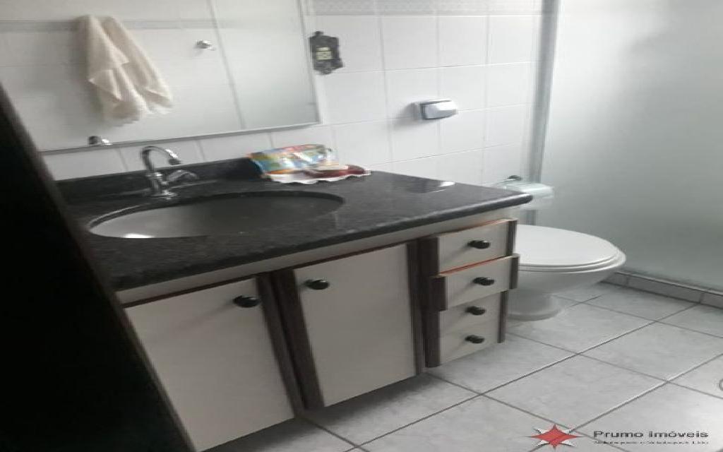 PRUMO IMOVEIS APARTAMENTO Vila Guilhermina 11832 1 DORMITÓRIO, SALA, COZINHA PLANEJADA, LAVANDERIA, 2 VAGAS DE GARAGEM, PISO FRIO, BANHEIRO COM BOX, A 1 QUARTEIRÃO E MEIO DA PRAIA, PRÓXIMO A FEIRINHA