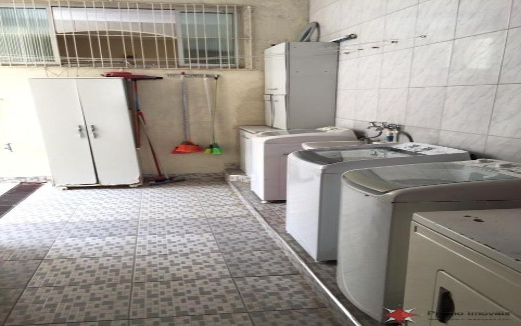 PRUMO IMOVEIS SOBRADO Vila Guarani 14652 SOBRADO COM 02 DORMITÓRIOS, 01 SUITE, 02 SALAS, COZINHA, 02 BANHEIROS, ÁREA DE SERVIÇO, QUINTAL, GARAGEM COM VAGA PARA 03 CARROS, EDICULA COM 01 DOMITÓRIO, SALA, COZINHA E 01 BANHEIRO.  ÓTIMO ACABAMENTO, PORCELANATO E ARMÁRIOS EMBUTIDOS.  PRÓXIMO A MERCADOS, FARMÁCIAS E PADARIAS.  NÃO PERCA ESSA ÓTIMA OPORTUNIDADE!!!