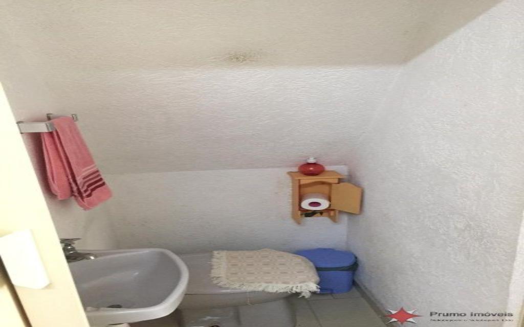 PRUMO IMOVEIS SOBRADO Vila Guarani 14642 SOBRADO COM 02 DORMITÓRIOS, 01 SUITE, 02 SALAS, COZINHA, 02 BANHEIROS, ÁREA DE SERVIÇO, QUINTAL, GARAGEM COM VAGA PARA 03 CARROS, EDICULA COM 01 DOMITÓRIO, SALA, COZINHA E 01 BANHEIRO.  ÓTIMO ACABAMENTO, PORCELANATO E ARMÁRIOS EMBUTIDOS.  PRÓXIMO A MERCADOS, FARMÁCIAS E PADARIAS.  NÃO PERCA ESSA ÓTIMA OPORTUNIDADE!!!