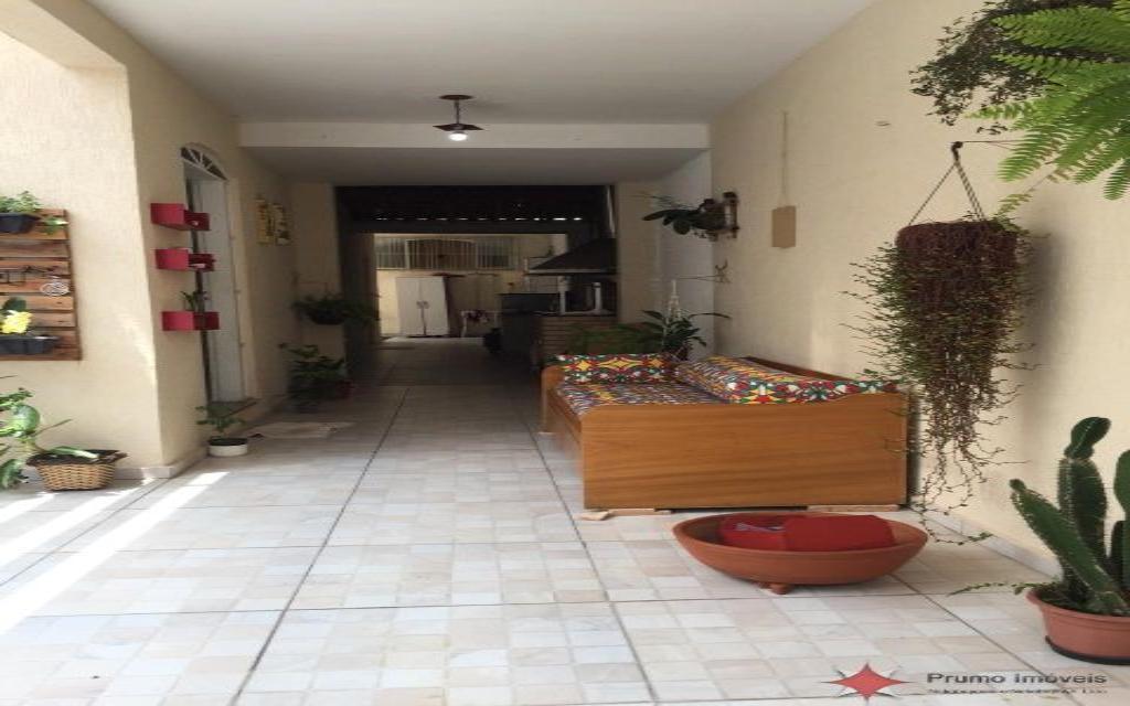 PRUMO IMOVEIS SOBRADO Vila Guarani 14637 SOBRADO COM 02 DORMITÓRIOS, 01 SUITE, 02 SALAS, COZINHA, 02 BANHEIROS, ÁREA DE SERVIÇO, QUINTAL, GARAGEM COM VAGA PARA 03 CARROS, EDICULA COM 01 DOMITÓRIO, SALA, COZINHA E 01 BANHEIRO.  ÓTIMO ACABAMENTO, PORCELANATO E ARMÁRIOS EMBUTIDOS.  PRÓXIMO A MERCADOS, FARMÁCIAS E PADARIAS.  NÃO PERCA ESSA ÓTIMA OPORTUNIDADE!!!
